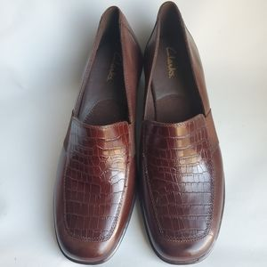 Clarks brown leather slip on shoes women's size 11